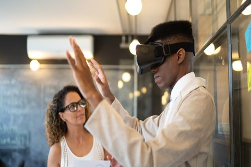 Virtual reality will soon be as common as the smartphone   HR Tech News