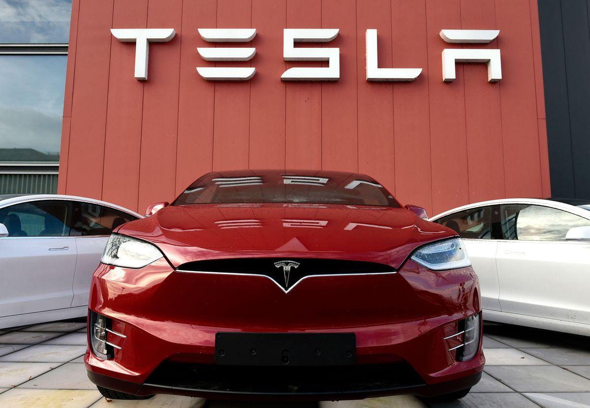 Tesla crash: Autopilot was off, says preliminary report